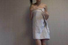 剛洗完澡的妹子穿著浴巾拍視訊勾引男友