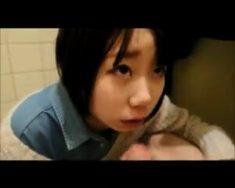 日本話題影片 我的性處理女友系列 公共廁所潮吹口交