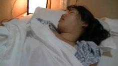 妹妹和她的同學是新入生昏睡中