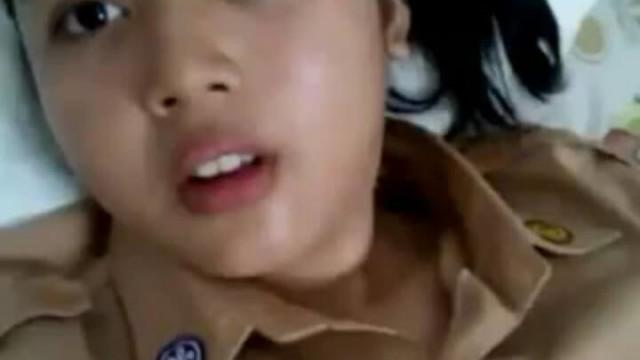 印尼女偵察員也有想要的時後,下班後自拍脫衣自慰手淫影片