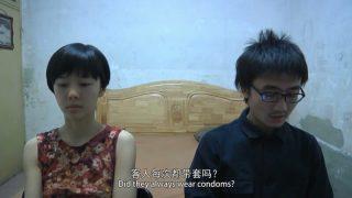 北京文藝小青年冒充導演簡陋出租屋套路採訪坐臺小姐,自拍小電影。